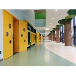 医护室用的同质透心地板耐磨 临沂同透地板厂家